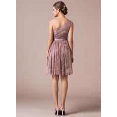 A-Linjainen Yksiolkaiminen Polvipituinen Pitsi Morsiusneitojen mekko jossa Rusetti (007056818)