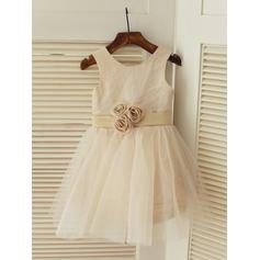 A-Line/Princess Scoop Neck Knee-length With Flower(s) Satin/Tulle Flower Girl Dresses