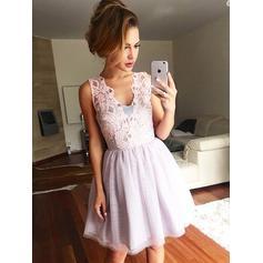 A-Line/Princess Lace Tulle Homecoming Dresses V-neck Sleeveless Short/Mini