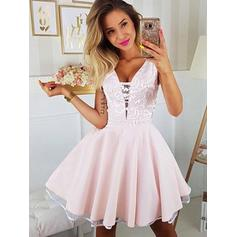 A-Line/Princess V-neck Short/Mini Homecoming Dresses With Appliques