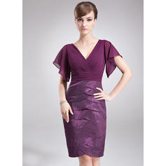 Sheath/Column Chiffon Taffeta Short Sleeves V-neck Knee-Length Zipper Up Mother of the Bride Dresses (008005927)