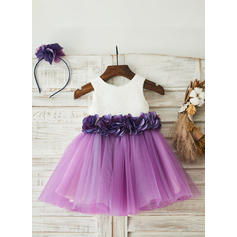 A-Line/Princess Knee-length Flower Girl Dress - Tulle/Lace Sleeveless Scoop Neck With Lace/Flower(s)
