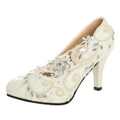 Vrouwen Patent Leather Cone Heel Closed Toe Pumps met Imitatie Parel Strass Stitching Lace Bloem