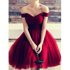 Ruffle A-Line/Princess Knee-Length Chiffon Homecoming Dresses