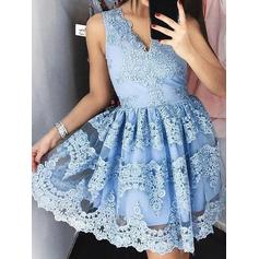 A-Line/Princess V-neck Short/Mini Lace Cocktail Dresses With Appliques Lace