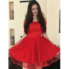 A-Line/Princess Strapless Tulle 1/2 Sleeves Knee-Length Ruffle Homecoming Dresses