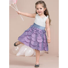 A-Line/Princess Knee-length Flower Girl Dress - Taffeta/Satin Sleeveless Scoop Neck With Flower(s)/Bow(s) (010115805)