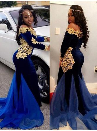 Velvet Long Sleeves Trumpet/Mermaid Prom Dresses Off-the-Shoulder Appliques Lace Sweep Train