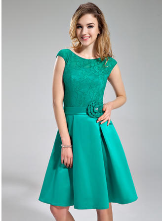 Satin Lace Sleeveless A-Line/Princess Bridesmaid Dresses Scoop Neck Beading Flower(s) Knee-Length