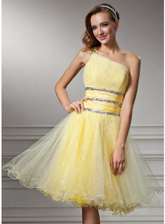 A-Line/Princess One-Shoulder Knee-Length Tulle Homecoming Dresses With Ruffle Beading Sequins