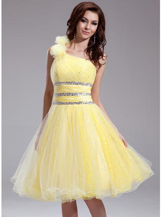A-Line/Princess One-Shoulder Knee-Length Organza Homecoming Dresses With Ruffle Beading Flower(s)