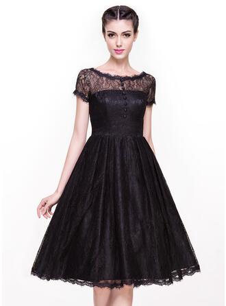 A-Line Scoop Neck Knee-Length Lace Cocktail Dress