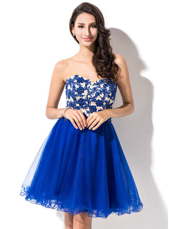 A-Line/Princess Sweetheart Short/Mini Tulle Homecoming Dresses With Beading Appliques Lace Sequins