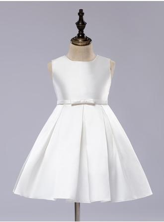 A-Line/Princess Scoop Neck Knee-length With Bow(s)/Pleated Satin Flower Girl Dresses