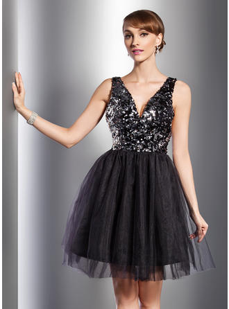 A-Line/Princess V-neck Knee-Length Tulle Sequined Cocktail  ...