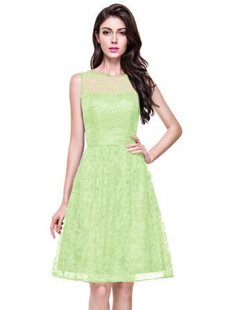 A-Line/Princess Lace Bridesmaid Dresses Scoop Neck Sleeveless Knee-Length