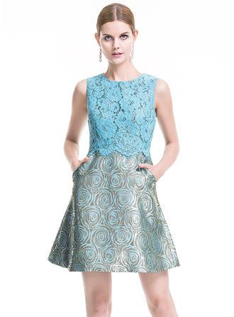 A-Line/Princess Scoop Neck Lace Sleeveless Short/Mini Cocktail Dresses