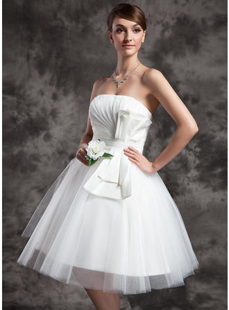 Tulle A-Line/Princess Knee-Length Strapless Wedding Dresses Sleeveless