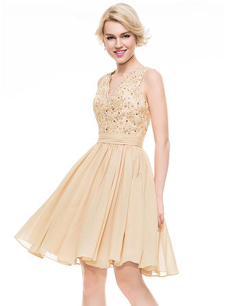 A-Line/Princess V-neck Chiffon Sleeveless Knee-Length Ruffle Beading Sequins Homecoming Dresses