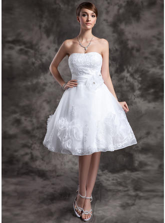 A-Line/Princess Sweetheart Knee-Length Organza Wedding Dress With Lace Beading Flower(s)