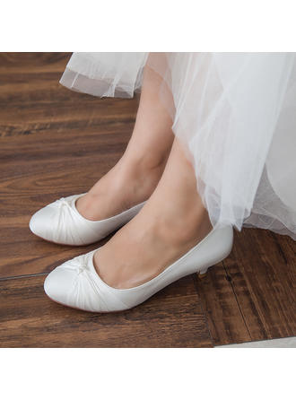Frauen Geschlossene Zehe Absatzschuhe Kätzchen Absatz Satin mit Bowknot Brautschuhe