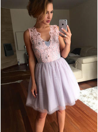 A-Line/Princess Lace Tulle Homecoming Dresses V-neck Sleeveless Short/Mini