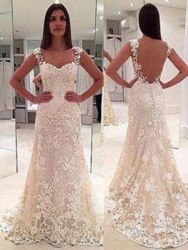 Sheath/Column Sweetheart Court Train Wedding Dress With Appliques Lace