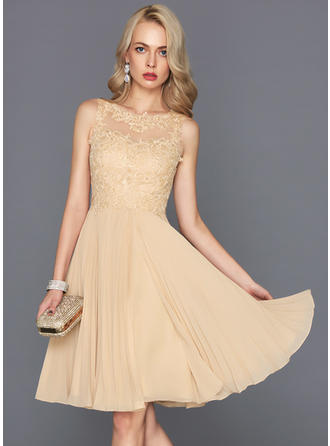 A-Line/Princess Scoop Neck Knee-Length Chiffon Homecoming Dresses With Pleated