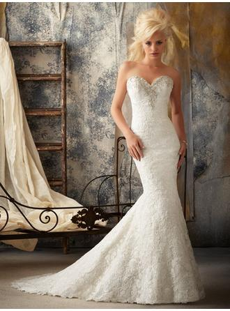 Trumpet/Mermaid Sweetheart Court Train Wedding Dresses With Lace Beading