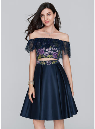 A-Line/Princess Off-the-Shoulder Satin Sleeveless Knee-Length Lace Homecoming Dresses