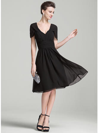Chiffon Short Sleeves Mother of the Bride Dresses V-neck A-Line/Princess Ruffle Knee-Length
