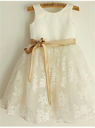 A-Line/Princess Scoop Neck Knee-length With Sash/Bow(s) Satin/Lace Flower Girl Dresses