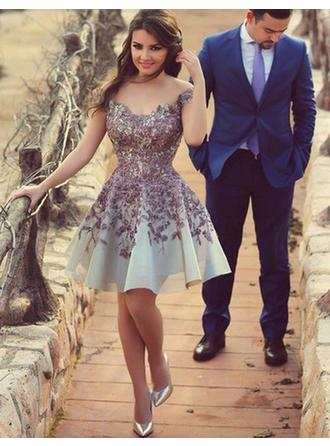 A-Line/Princess Off-the-Shoulder Knee-Length Prom Dresses