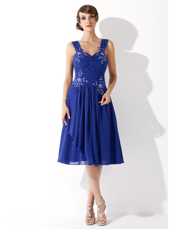 A-Line/Princess Sweetheart Knee-Length Chiffon Homecoming Dresses With Ruffle Beading Appliques Lace