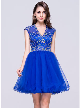 A-Line/Princess General Tulle V-neck Homecoming Dresses