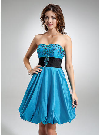 Empire Sweetheart Knee-Length Taffeta Homecoming Dresses With Ruffle Sash Beading Appliques Lace