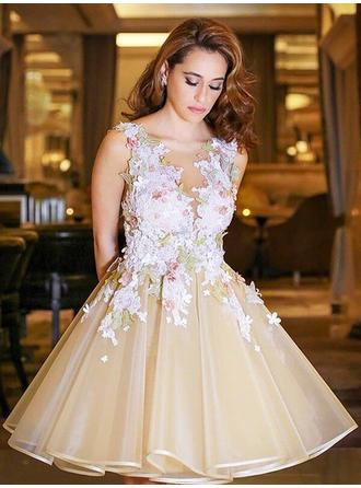 Ball-Gown V-neck Tulle Sleeveless Knee-Length Appliques Lace Homecoming Dresses