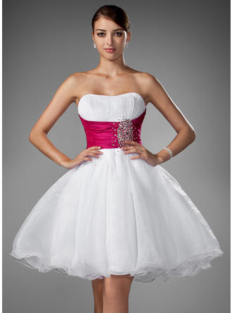 Chic Organza Sleeveless Sweetheart Ruffle Sash Beading Homecoming Dresses