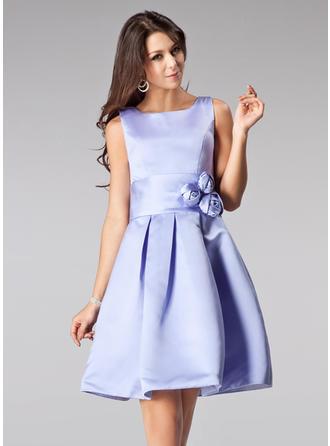 A-Line/Princess Square Neckline Knee-Length Bridesmaid Dresses With Flower(s)