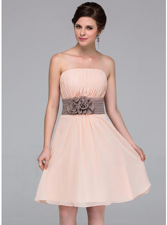 Chiffon Sleeveless A-Line/Princess Bridesmaid Dresses Strapless Sash Flower(s) Knee-Length