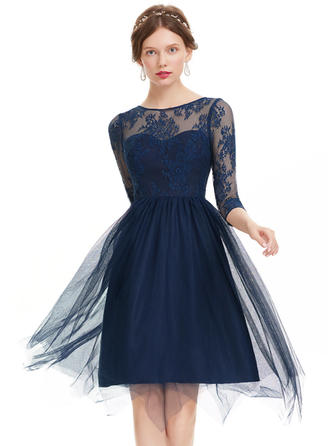 A-Line/Princess Scoop Neck Knee-Length Tulle Prom Dresses