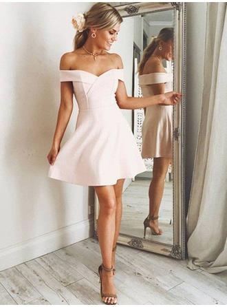A-Line/Princess Off-the-Shoulder Short/Mini Satin Homecoming Dresses With Ruffle