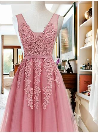 A-Line/Princess Chiffon Cocktail Dresses Sash Appliques Lace V-neck Sleeveless Knee-Length