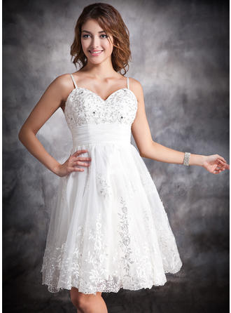 A-Line/Princess Knee-Length Wedding Dresses With Ruffle Lace Beading