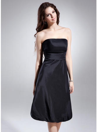 A-Line/Princess Strapless Knee-Length Taffeta Homecoming Dresses With Ruffle (022212980)