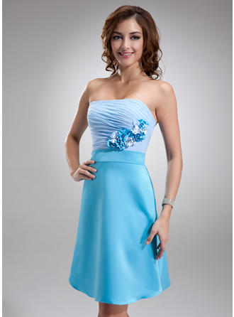 A-Line/Princess Strapless Knee-Length Chiffon Charmeuse Homecoming Dresses With Ruffle Flower(s)
