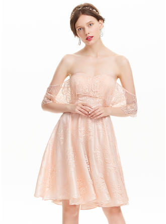 A-Line/Princess Off-the-Shoulder Lace Short Sleeves Knee-Length Homecoming Dresses