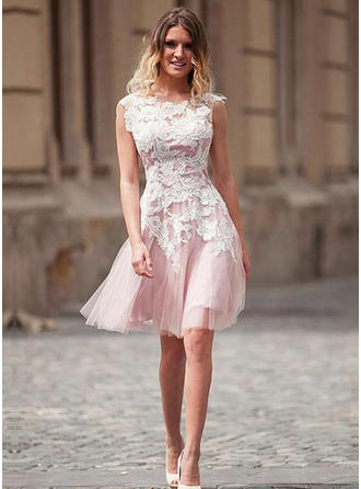 A-Line/Princess Tulle Cocktail Dresses Appliques Lace Scoop Neck Knee-Length