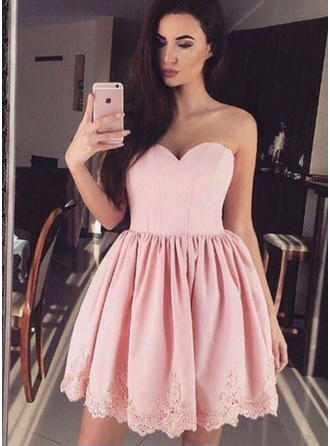 A-Line/Princess Sweetheart Short/Mini Satin Homecoming Dresses With Lace