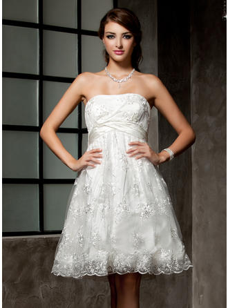 Flattering Knee-Length Empire Wedding Dresses Strapless Lace Sleeveless